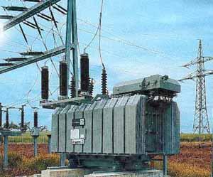 Transformatoren bringen den Wechselstrom auf jede gewünschte Spannung